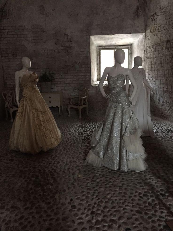 """Erasmo Fiorentino : pugliese di origine, ma trapiantato a Crema dove cuce abiti di una bellezza mozzafiato. Per """"MI VUOI SPOSARE?"""" in vetrina abiti indossati dalle candiste al l'elezione di miss mondo 2015"""