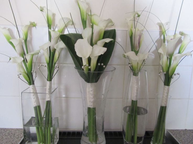 Its all about the Calla lily!! This simple but elegant design for bridal and bridesmaid bouquets looked totally stunning!!