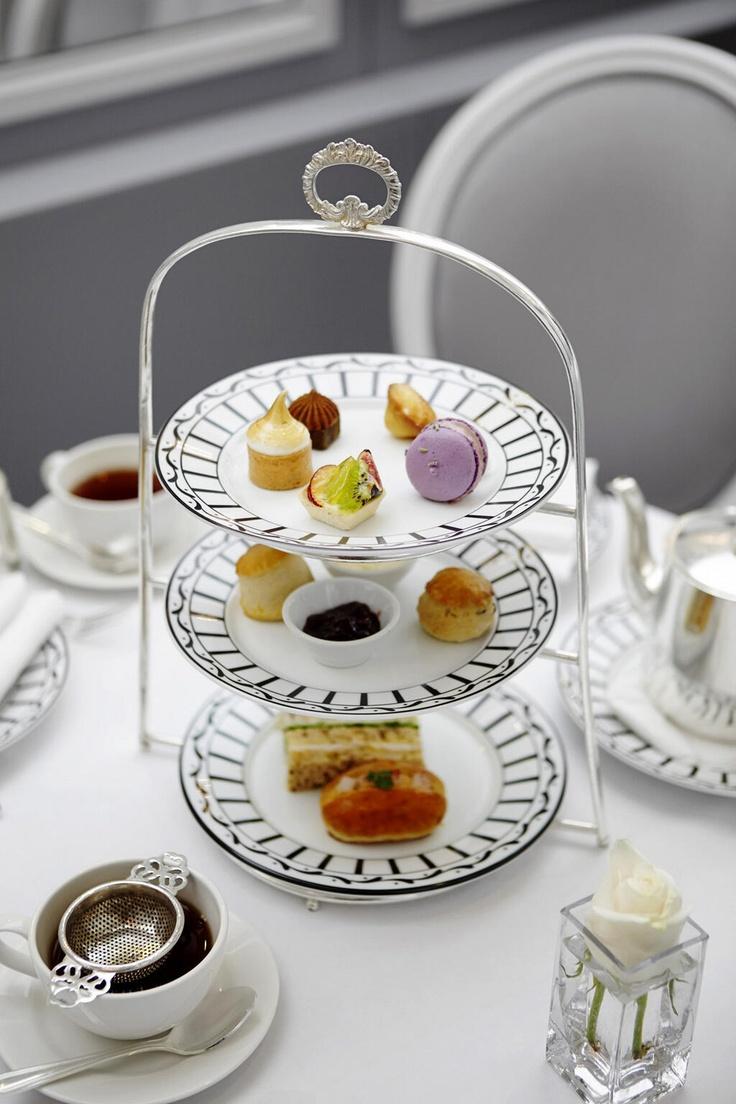 Dior Afternoon Tea | Café Dior Pop-up at Harrods. Love the rose in the square vase.