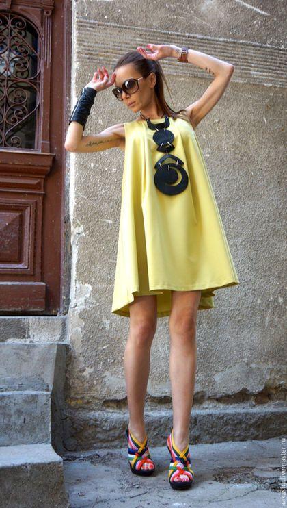 Купить или заказать Платье Mustard  Little  Dress в интернет-магазине на Ярмарке Мастеров. Короткое платье на лето, свободный крой, без рукавов. Платье с двумя боковыми карманами. Просто, удобно и модно. Можно носить как отдельное платье, а так же с леггинсами. На модели размер XS Состав Поливискоза Возможные цвета: Черный Красный Темно-серый Светло-серый Изумрудный Мустард ( на…