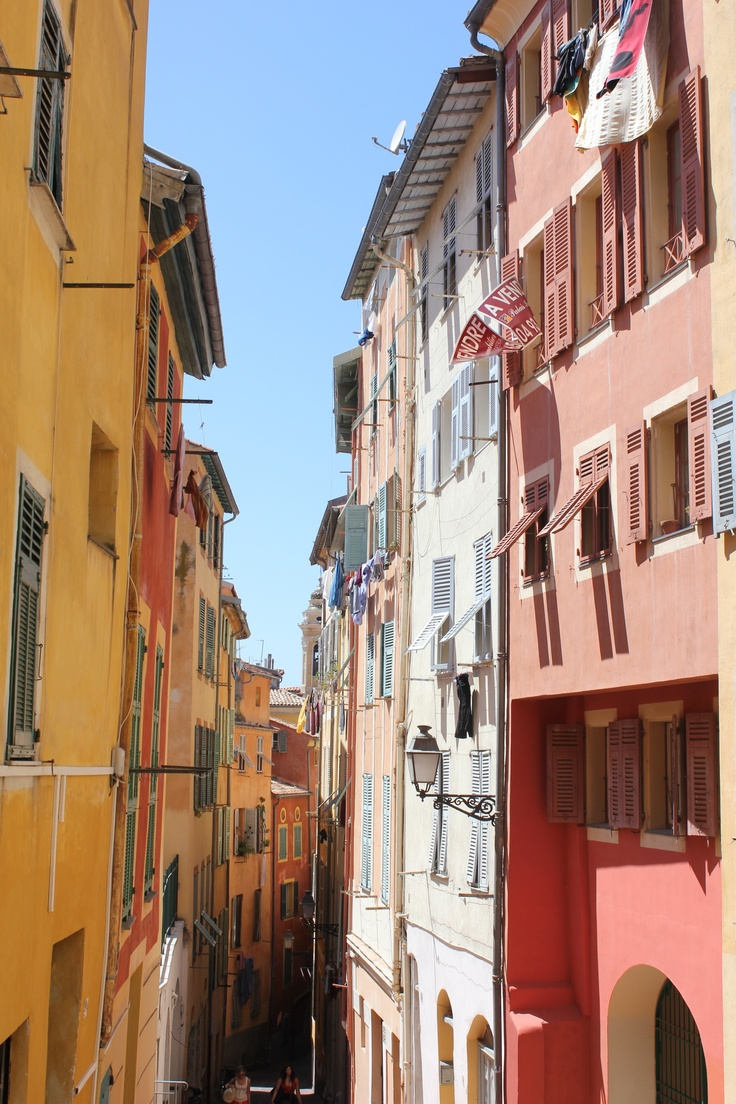 Bright coloured houses in Nice