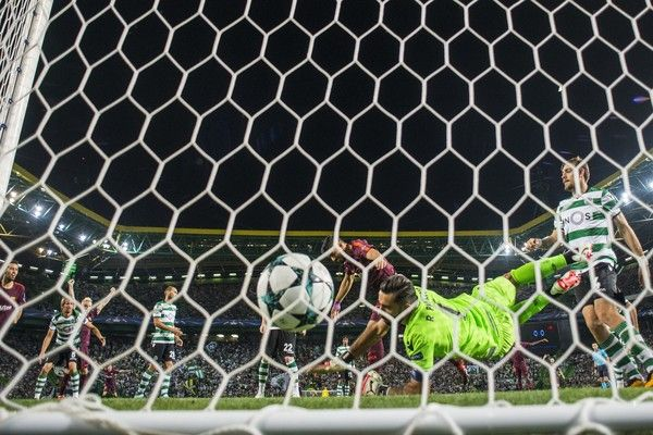 Luis Suarez of FC Barcelona scores the first goal during the UEFA Champions League group D match between Sporting CP and FC Barcelona at Estadio Jose Alvalade on September 27, 2017 in Lisbon, Portugal.