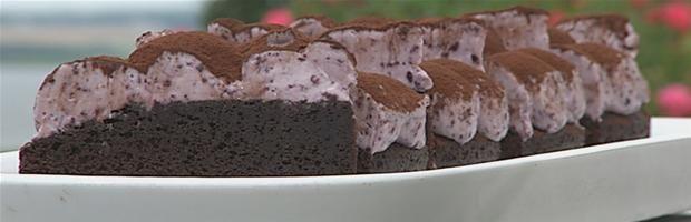 Chokoladekage med blåbær/hvid chokoladeskum (skal ikke bage så længe)