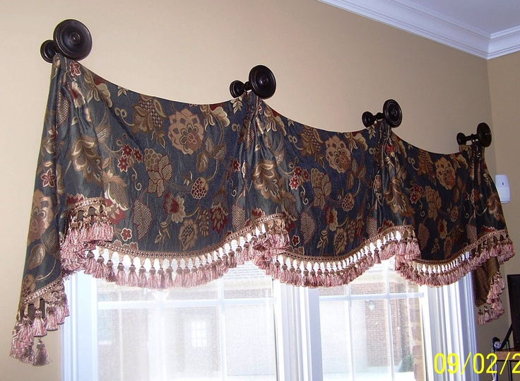 Carolina Valance On Medallions
