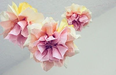 Ombre paper flowers - with tutorial: Paper Garlands, Pom Poms, Birthday Parties, Paper Pom Pom, Pompom, Tissue Paper Flowers, Tissue Paper Pom, Gardens Parties, Tissue Flowers
