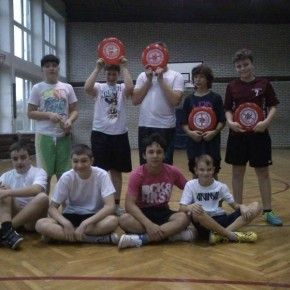 A może w ramach zajęć zorganizujecie rozgrywki Frisbee Ultimate? Gimnazjum w Jaworznie przygotowało prawdziwe kompendium wiedzy na temat tej dyscypliny, koniecznie przeczytajcie:  http://blogiceo.nq.pl/wfgim4jaworzno/2013/11/24/co-to-jest-ultimate-frisbee/