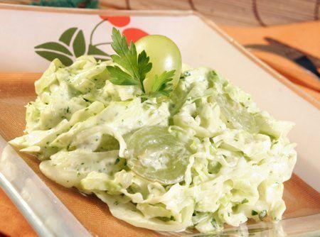 Receita de Salada verde de microondas - salada bem... repolho, maionese, cheiro-verde, creme de leite, uva itália