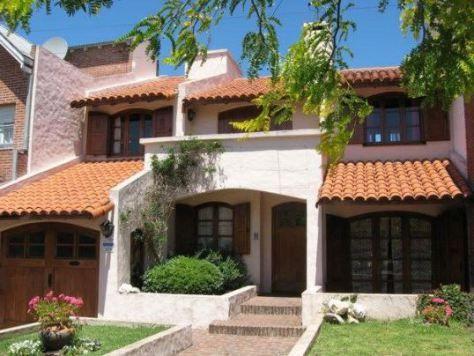 M s de 1000 ideas sobre fachadas de casas coloniales en for Tipos de techos interiores para casas