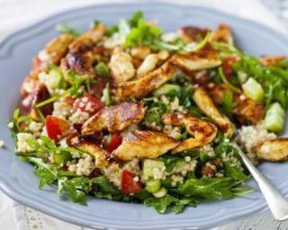Salade de quinoa au poulet et crudités : http://www.fourchette-et-bikini.fr/recettes/recettes-minceur/salade-de-quinoa-au-poulet-et-crudites.html