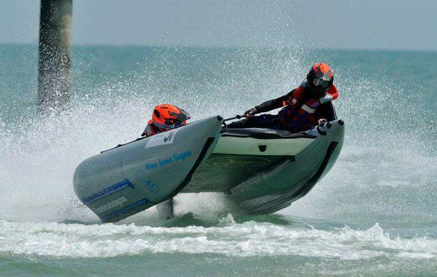 Thundercat racing heading to Boscombe beach - Motor Boat & Yachting