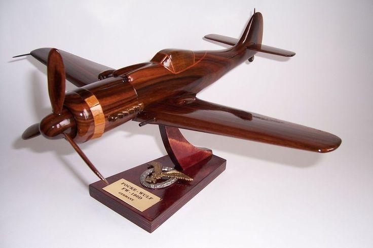 Flugzeugmodellen FOCKE WULF FW 190D. Holzmodelle der deutschen Militärflugzeuge aus dem Ersten und Zweiten Weltkrieg