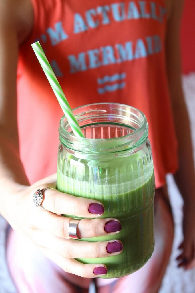 green smoothie recipe - 15 Fit Girls Morning Rituals - Healthy Habits That Changed My Life