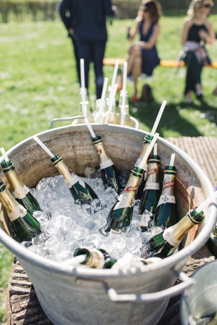 Lantligt och jordnära bröllop: Erik och Hedvig — Sisters in Law - Bröllopsblogg