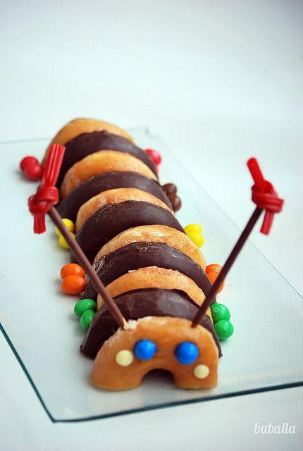 Tarta donuts gusano / Caterpillar doughnut cake.