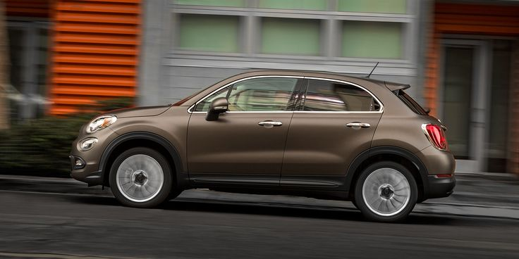 The profile of the All-New 2016 FIAT® 500X Lounge reveals elegant bodyside lines and curves that are enhanced with chrome accents. Shown in Bronzo Magnetico (matte bronze) with available 18-inch fine-grained aluminum wheels, painted grigio (gray).