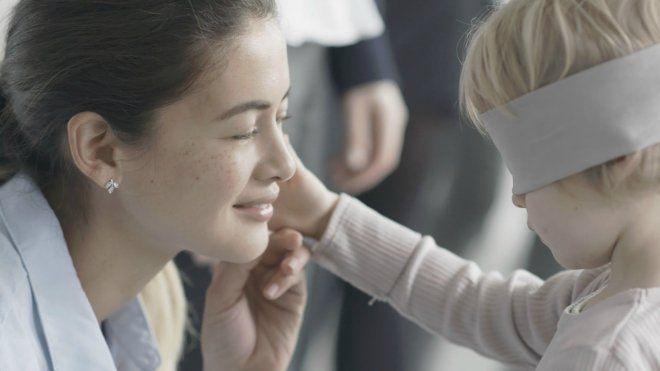 La mamma è sempre la mamma e la riconosci anche a occhi bendati