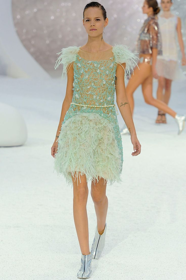flapper inspiration and such great detailing. Chanel Spring 2012 RTW.