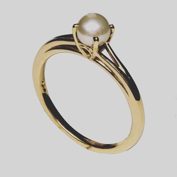 Simple yet rare, pearl engagement rings are a great way to break the mold! #wearyourspecialmoments #pearl #pearlring #solitaire