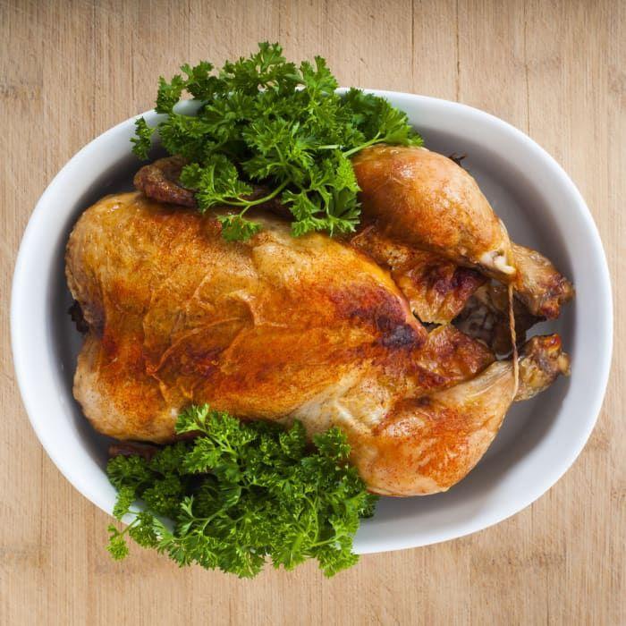 Isso é muito útil se você tem preguiça de cozinhar. Você pode comprar meia porção ou apenas partes que mais gosta, como algumas coxas e sobrecoxas. Como o frango assado costuma ser mais saboroso, ele dá uma animada na marmita.
