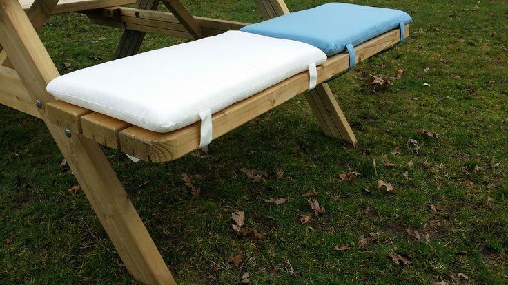 Picknicktafel kussentjes vast maken met klitteband #kussens #picknicktafel # buitenzitten
