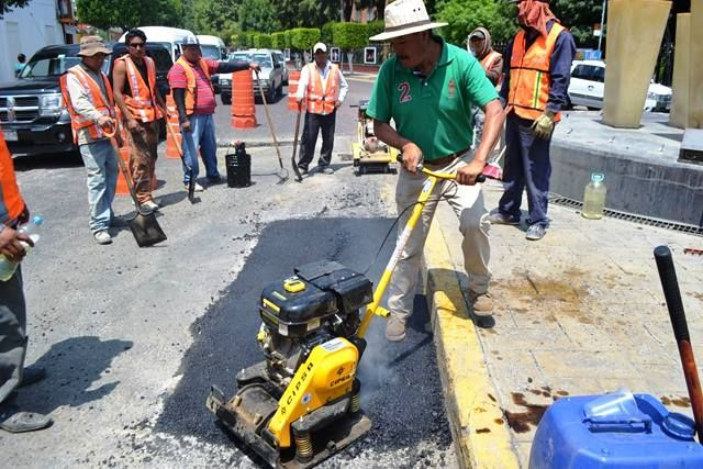 Siguen los trabajos de bacheo en la ciudad capital