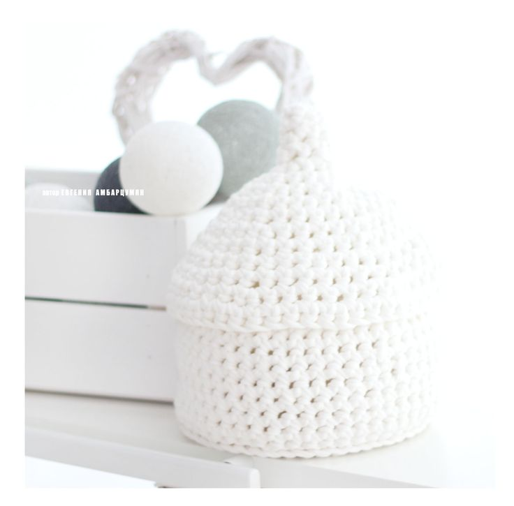 "Knitted basket ""Pear""eva-dolls.com"