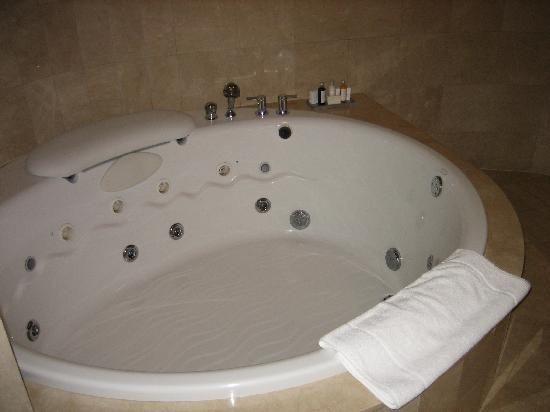super huge bathtub love it - Bathroom Tubs
