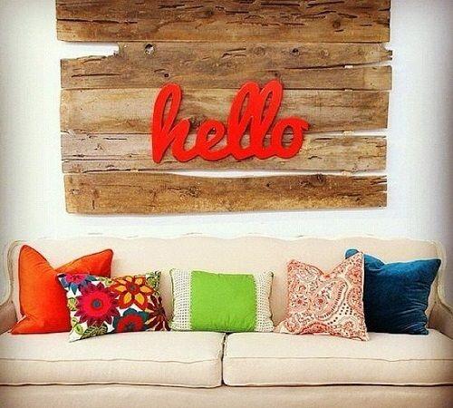 palets | 10 nuevas ideas para reciclar pallets | DECORACION DE INTERIORESWall Art, Ideas, Wall Decor, Bright Letters, Living Room, Old Wood, Wood Wall, Barns Wood, Bright Colors