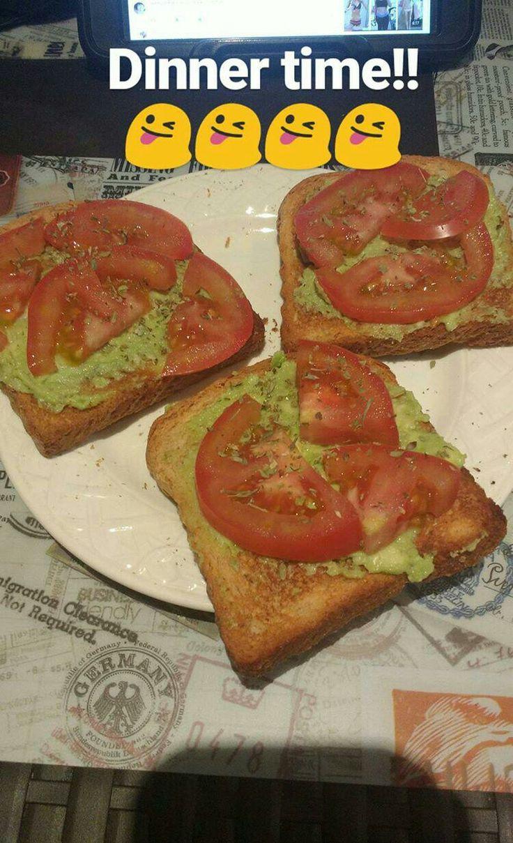 🍞Tostadas con aguacate y tomate🍅.  avocado, tomato toast.