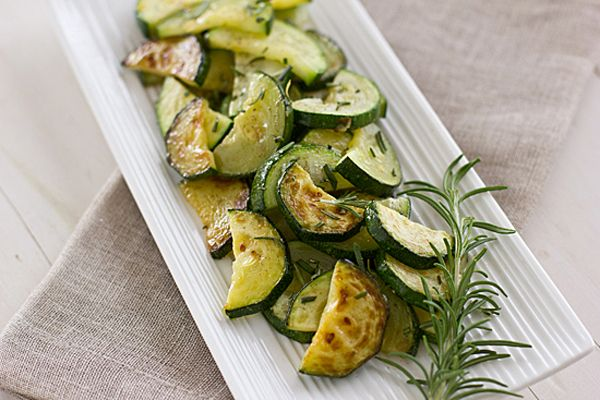 Oven-roasting summer vegetables is an easy, healthy way to prepare side dishes. This guide to roasting summer vegetables will show you how.