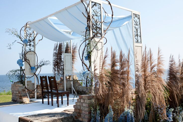 Seaside wedding ceremony decor by artsize.pl