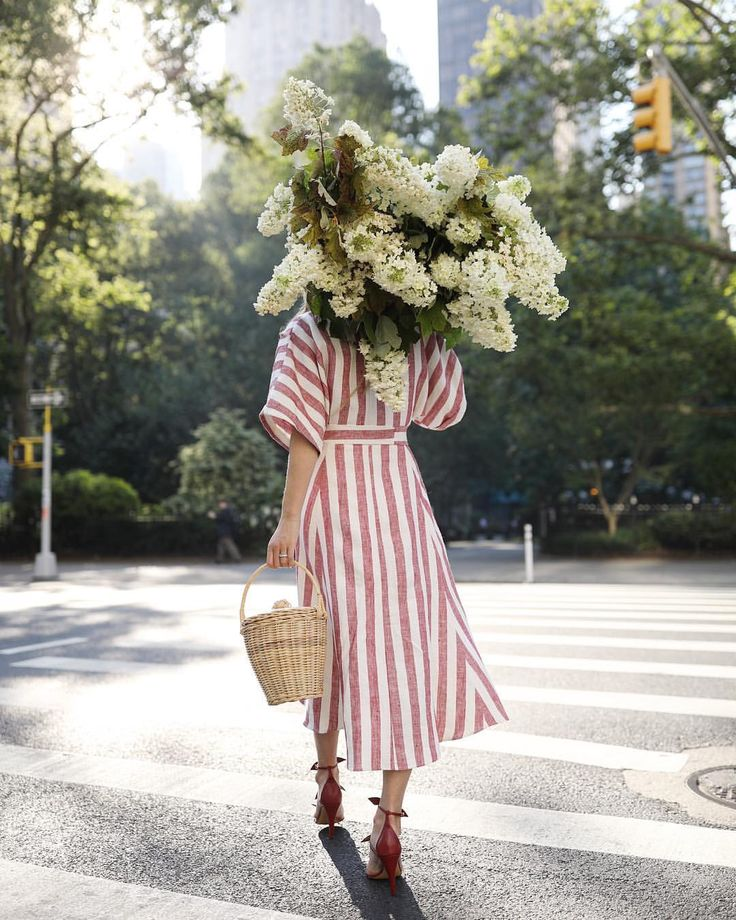 """Páči sa mi to: 626, komentáre: 15 – Blair Eadie / Atlantic-Pacific (@blaireadiebee) na Instagrame: """"<AM flower market visits // this look now on the blog. ❤️ I am loving this easy dress dress for…"""""""