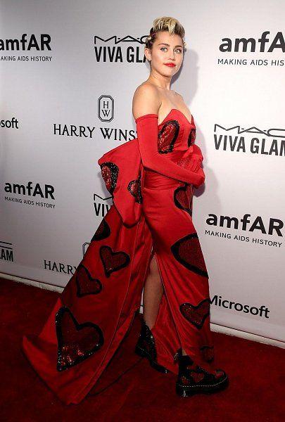 Nejbláznivější módní úlety hvězd! - galerie, RUKAVICE