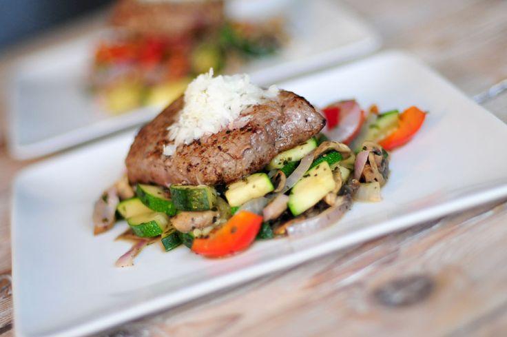 biologische biefstuk met verse wokgroenten