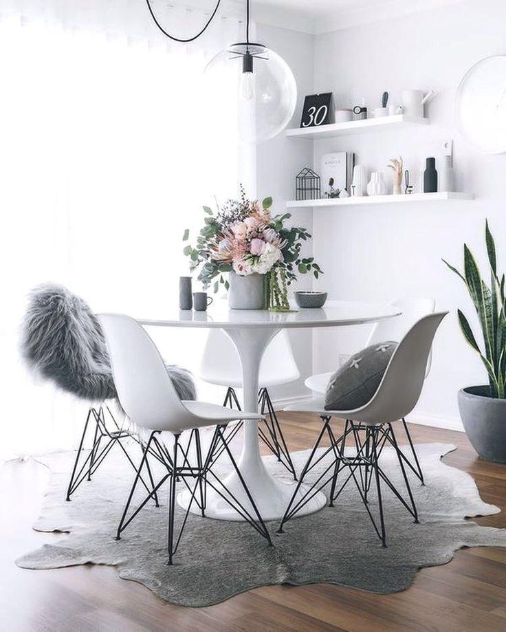 Rincones para disfrutar. Metal Chairs. Mesa Ecole 80. #decoration #madrid #leonesp #interiorismo #eames #tulip #interiordesign #home #athome #eshop Mobiliario de Estilo Vintage e Industrial Singular Market. Entra en nuestra e-shop y echa un vistazo a todo lo que podemos ofrecerte!
