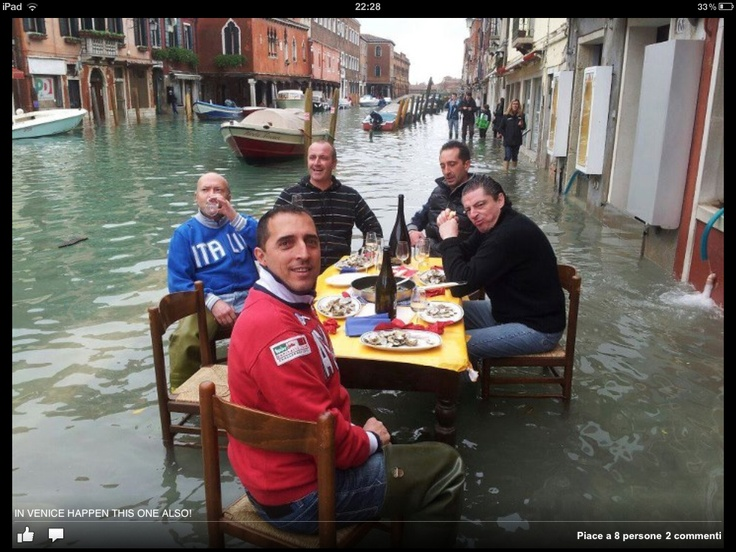 Venice - Italy, 1 novembre 2012 In case of high tilde .... Why to give up to a good lunch outdoor?