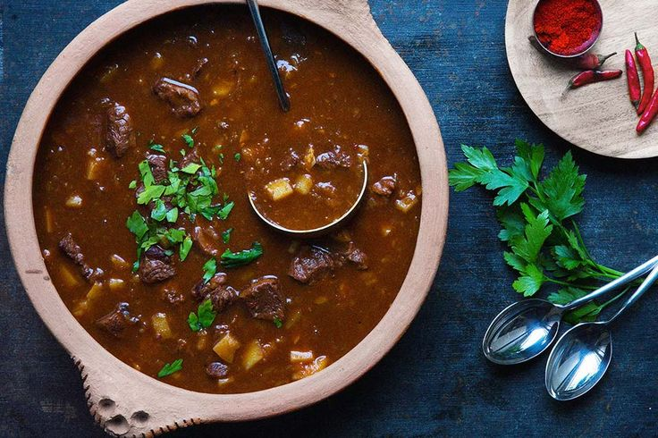 Smakfull, pikant kjøttsuppe som er lett å lage og behager langt ut i fingertuppene.