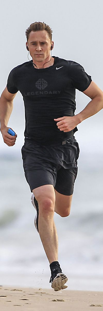 Tom Hiddleston enjoys a run on the beach in Australia on July 14, 2016. Full size image: http://ww4.sinaimg.cn/large/6e14d388gw1f5t4db2pepj22q11t37cv.jpg Source: Torrilla, Weibo