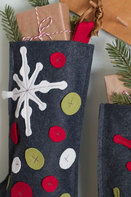 17 best images about christmas stockings on pinterest for Felt stocking decorations