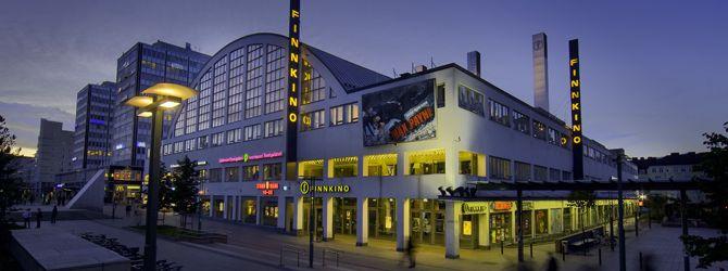 Kamppi, Tennispalatsi at night.Finnkino, The best Movie centre in Finland Finnkinolla on Tennispalatsissa 14-salinen elokuvateatteri.Se oli maailman ensimm.elokuvateatteri,joka tarjosi THX- ja SDDS-standardien mukaisen varustuksen kaikissa saleissaan. Tennispalatsi on Suomen uudenaikaisin elokuvakeskus.