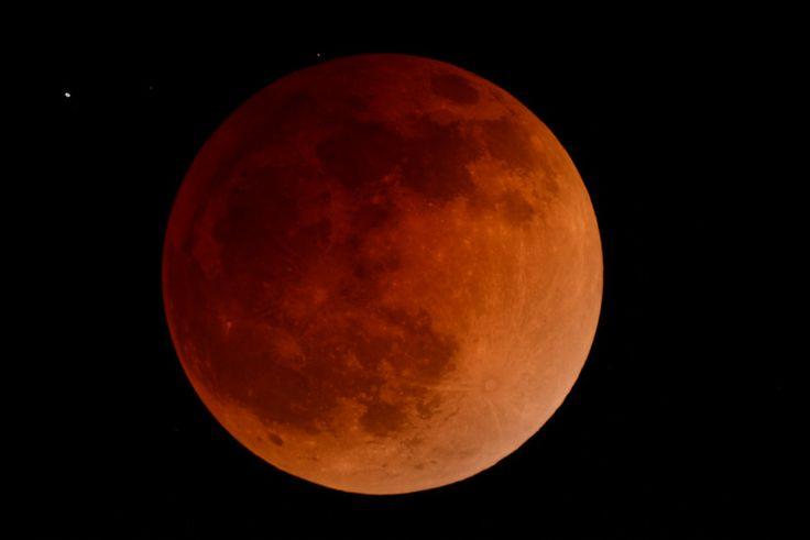 Bloody Moon - Eclipse de luna roja by Jesús Castro on 500px