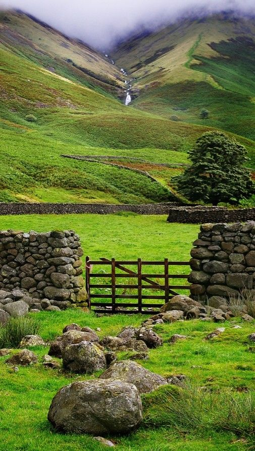 """""""Walking in the footsteps of Wordsworth and Coleridge in England's incredible Lake District"""" • by The Modern Flâneuse"""