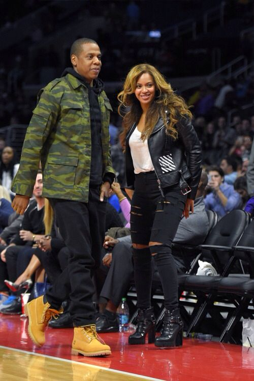 Beyonce & jay-z @ Clippers vs. Nets    Outfit details: Top - basic tee Jacket - Antonioli Virgil abloh Pants - Topshop ripped jeans Shoes - Zara boots   For more info check out blog.Boassy.com