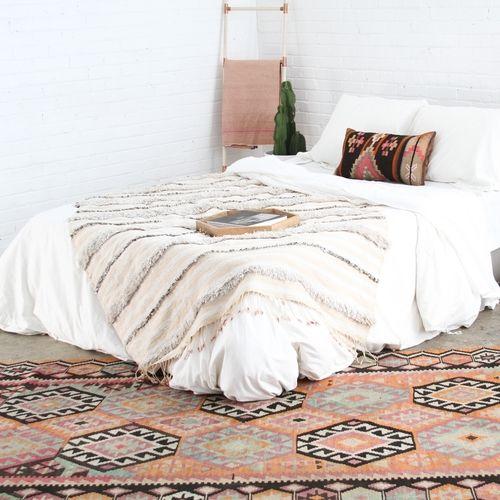 California boho // kilim rug // blue and orange rug // moroccan wedding blanket // handira // wood copper ladder // eclectic design // white bedroom