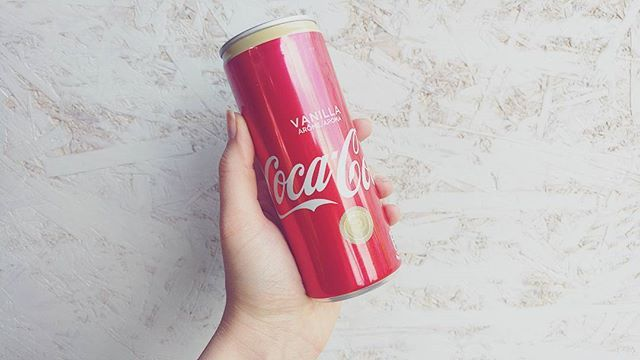 Örök kedvenc! Ti szeretitek? ☺My favorite flavor ever! 😍 Hands up if you like it! 😉···#cocacola #cocacolavanilla #vanillacoke #cokecan #cocacolahungary #mutimitiszol #imadom #legfinomabb #vaniliaskola #ikozosseg #igers #igershungary #blogger #mik