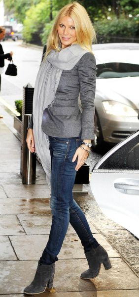 Linen Scarf- Gwyneth Paltrow  - Get this look: https://www.lookmazing.com/images/view/17162?shrid=46_pin