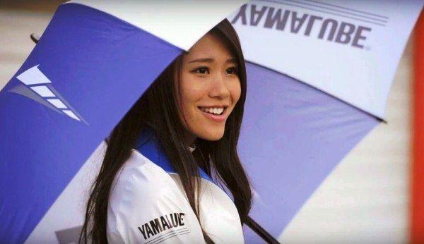 umbrella girl motogp