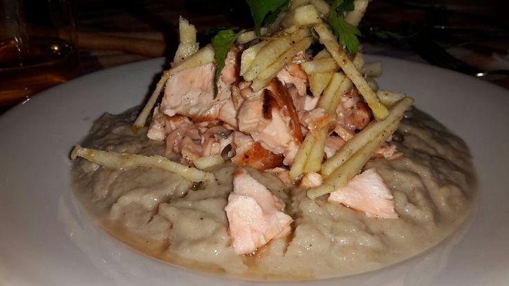 Insalata di salmone tiepido su purea di finocchi