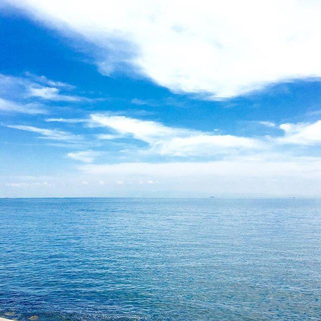 【plumeria_bythesea】さんのInstagramをピンしています。 《お仕事終了〜 今日も海と空と共にlomilmini 明日はお休み…お天気が気になる  #beach #bythesea #plumeriabythesea #sea #sky #lomilmini #hawaii #kobe #aloha #mahalo #ロミロミ #オーシャンビュー #いまそら #いまうみ #海 #空 #海辺のサロン #プルメリア #バイザシー #塩屋 #神戸》