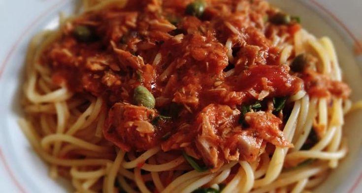 Pasta mit Thunfisch, Sardellen, Rucola und Kapern